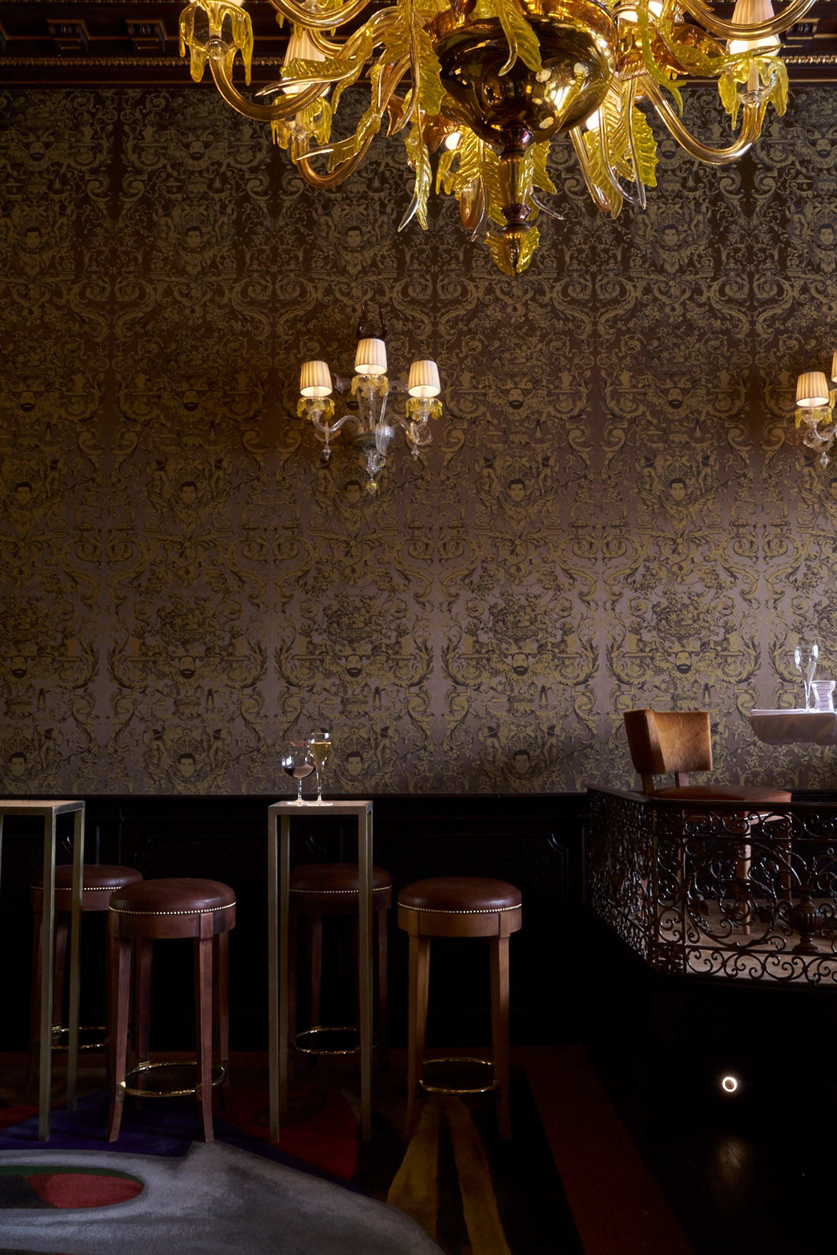 quadri-philippe-starck-interiors-restaurants-bars-venice-italy_dezeen_1704_col_14.jpg