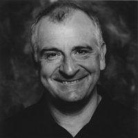 Neil Gaiman és Douglas Adams egy könyv borítóján? Ez csak jó lehet!