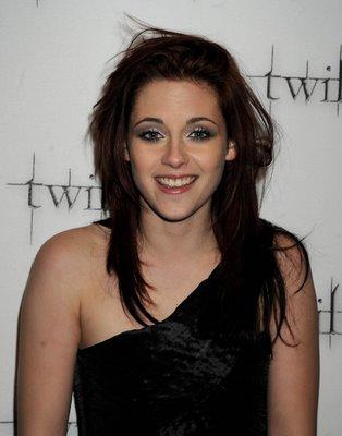 Kristen Stewart Smiling Twi Prem.jpg