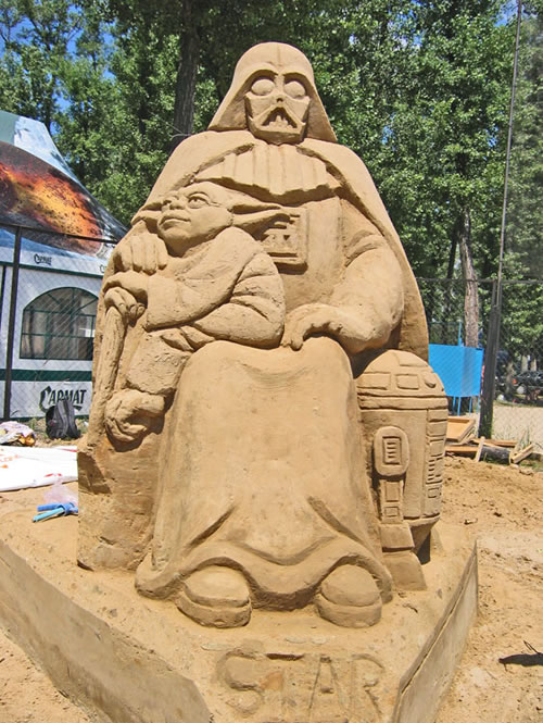 yoda-darth-vader-sand-sculpture.jpg