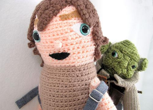 yoda-luke-skywalker-crochet-doll.jpg