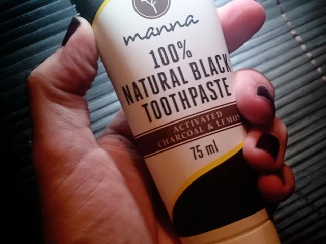 Ébenfekete fogkrém a Manna natúrkozmetikumok közt!