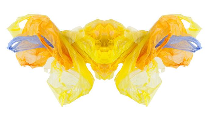 A koreai művész, Kyunk Woo Ha is a Rorschach-tesztelte egyik tavalyi projektjét: Plastic Rorschach c. sorozatában műanyag szemeteszacskókkal kísérletezett.