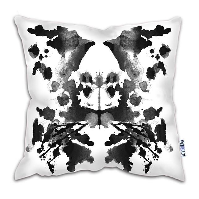 LazyMice az Etsy-n kinálja Rorschach-inspirálta párnáját.<br />