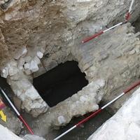 Egy új késő római sírépítmény Pécs belvárosában