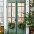 Karácsonyi hangulatba öltözött svéd vidéki ház
