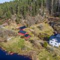 Kis norvég lak a tó partján