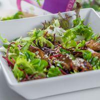 Ázsiai szezámmagos csirke saláta