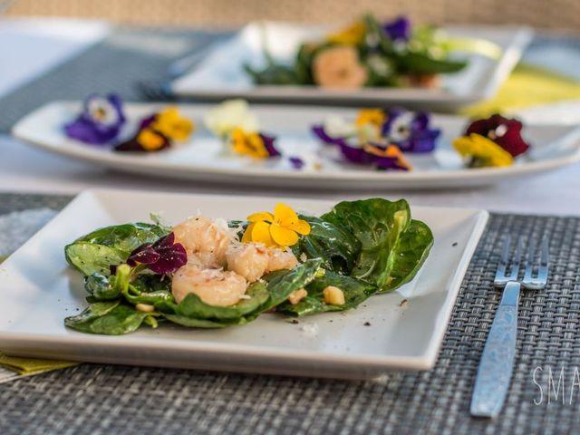 Valentin napi saláta ehető virágokkal