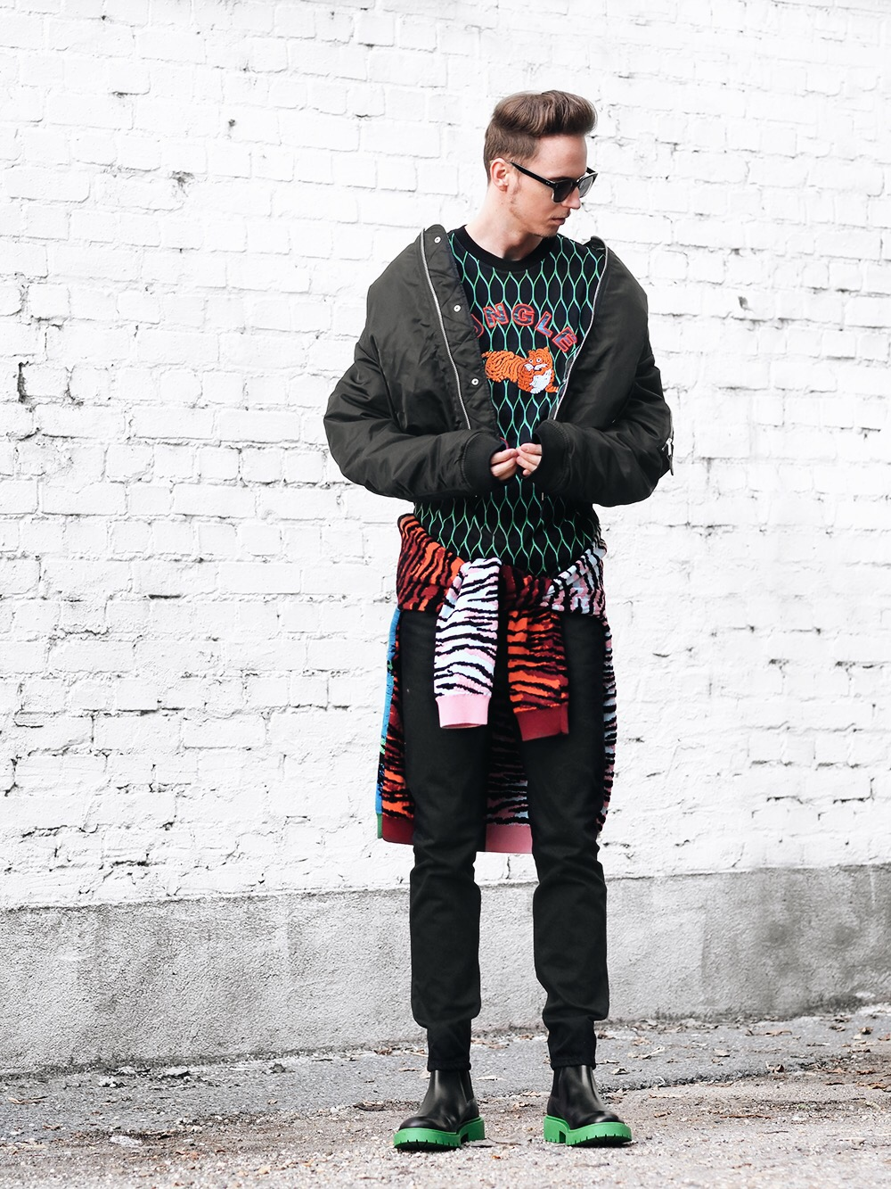 kenzoxhm-outfit-vibrant-playful-pattern-kenzo-hm-outfit-smizedivat-fashionblogger-streetstyle-menswear-collection-_4.JPG