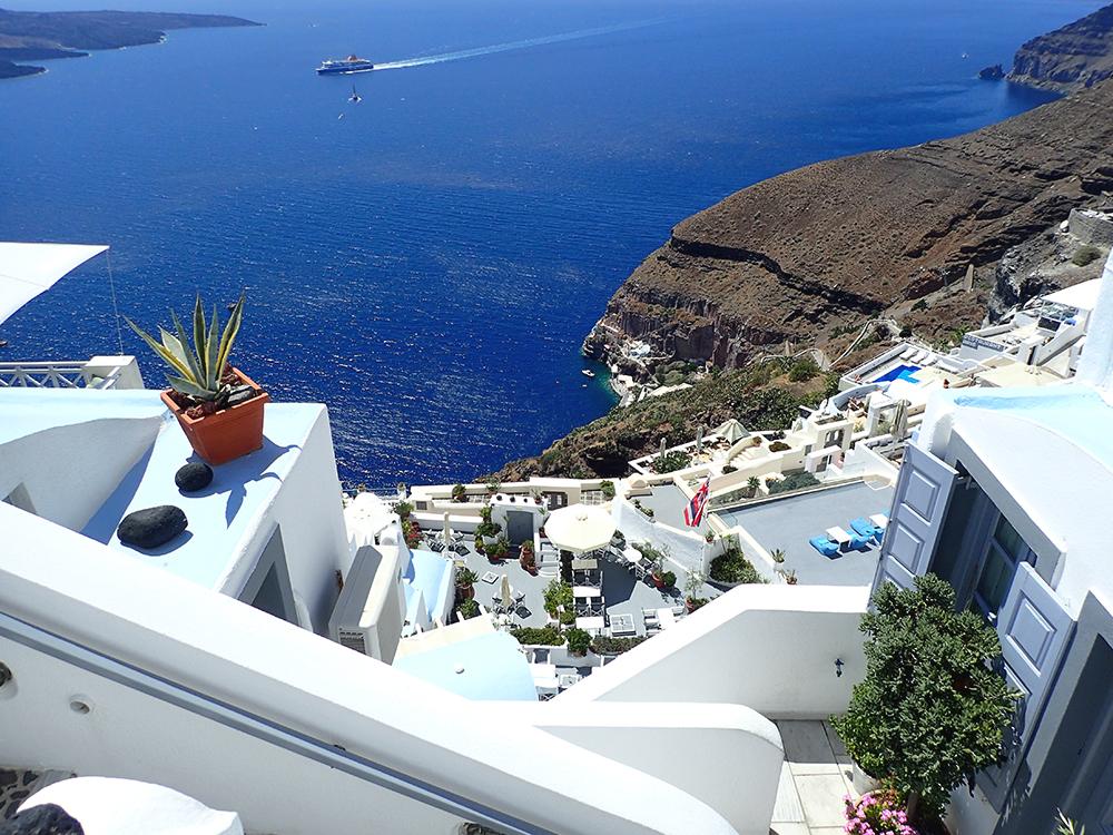 santorini_white_blue_greece_cliffside_gorog_nyaralas_feher_hazak_meseorszag_11.jpg