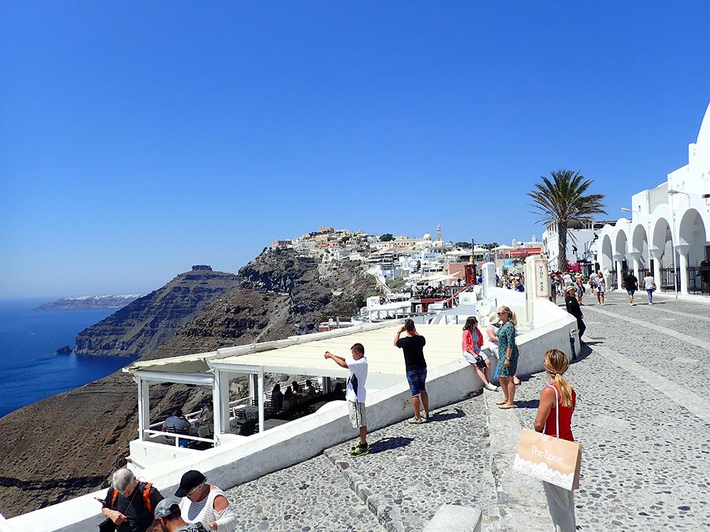 santorini_white_blue_greece_cliffside_gorog_nyaralas_feher_hazak_meseorszag_9.jpg