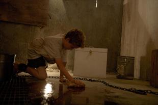 Láncra verve / Chained (2012)