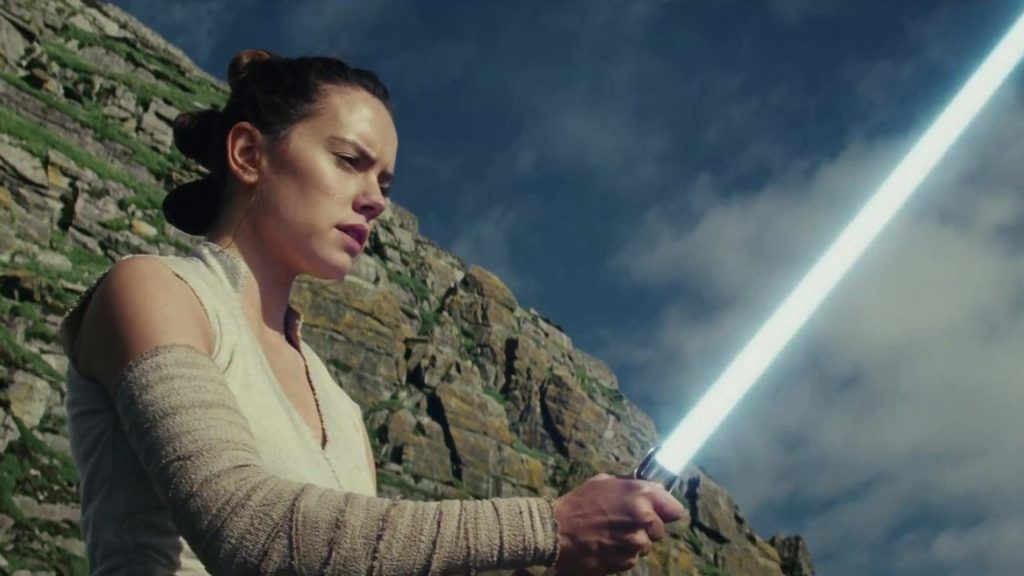 star-wars-az-utolso-jedik-rey-with-lightsaber-1024x576.jpg
