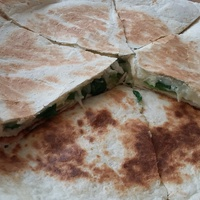 Semmiből valami: 20 perc alatt elkészül a sajtos quesadilla házi tortillából