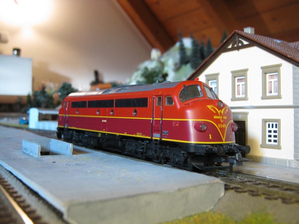 Az eredeti, Altmark Rail-es kasznival. Utóbbi társaság érdekessége, hogy mindegyik NoHAB mozdonyuk más mintájú festést kapott. Az My 1149-es mozdony (amúgy neve is van, 'Isabella') kicsit emlékeztet a magyar változatra.