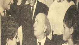 Illyés Gyula  az irodalmi színpad tagjai között.