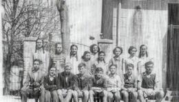 Osztálykép az 1950-es évekből.