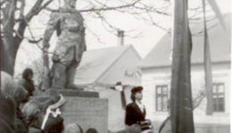 Március 15-i ünnepség az I. világháborús szobor előtt.