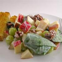 Waldorf saláta spenóttal