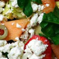 Sárgadinnye saláta spenóttal