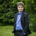 Arccal mosta fel a padlót a liberális Tóth Csaba az Echo TV-ben