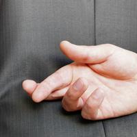 5 dolog, amit minden politikus el akar veled hitetni. Légy résen!