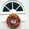Így készíts szinte a semmiből látványos ajtódíszt! - dióhéjból koszorú
