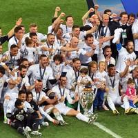 Ömlik a pénz az UEFA kedvencébe!