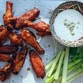 Csípős csirkeszárny kéksajt mártással