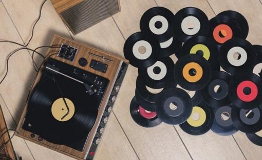 vinyl_pile_table_full_hp_mock.jpeg