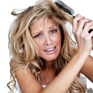 Így ne tedd tönkre a hajad hajformázás közben