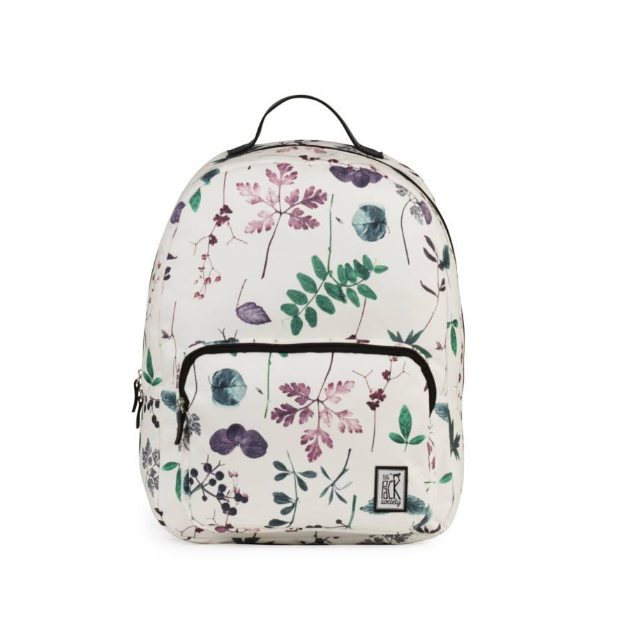 """A klasszikus fazon és egy igazán csajos minta ötvözete teszi zseniálissá ezt a hátizsákot. Emellett persze """"tud"""" is ezt-azt: párnázott pántok és hátsó rész a kényelemért, 15"""" laptoptartó rekesz, cipzáras zsebek.<br /><br /><a href='https://www.mybrands.hu/the-pack-society-classic-hatizsak-multicolor-flower-allover-2660' target='_blank' rel='noopener noreferrer'>THE PACK SOCIETY CLASSIC HÁTIZSÁK, MULTICOLOR FLOWER ALLOVER</a></p>"""