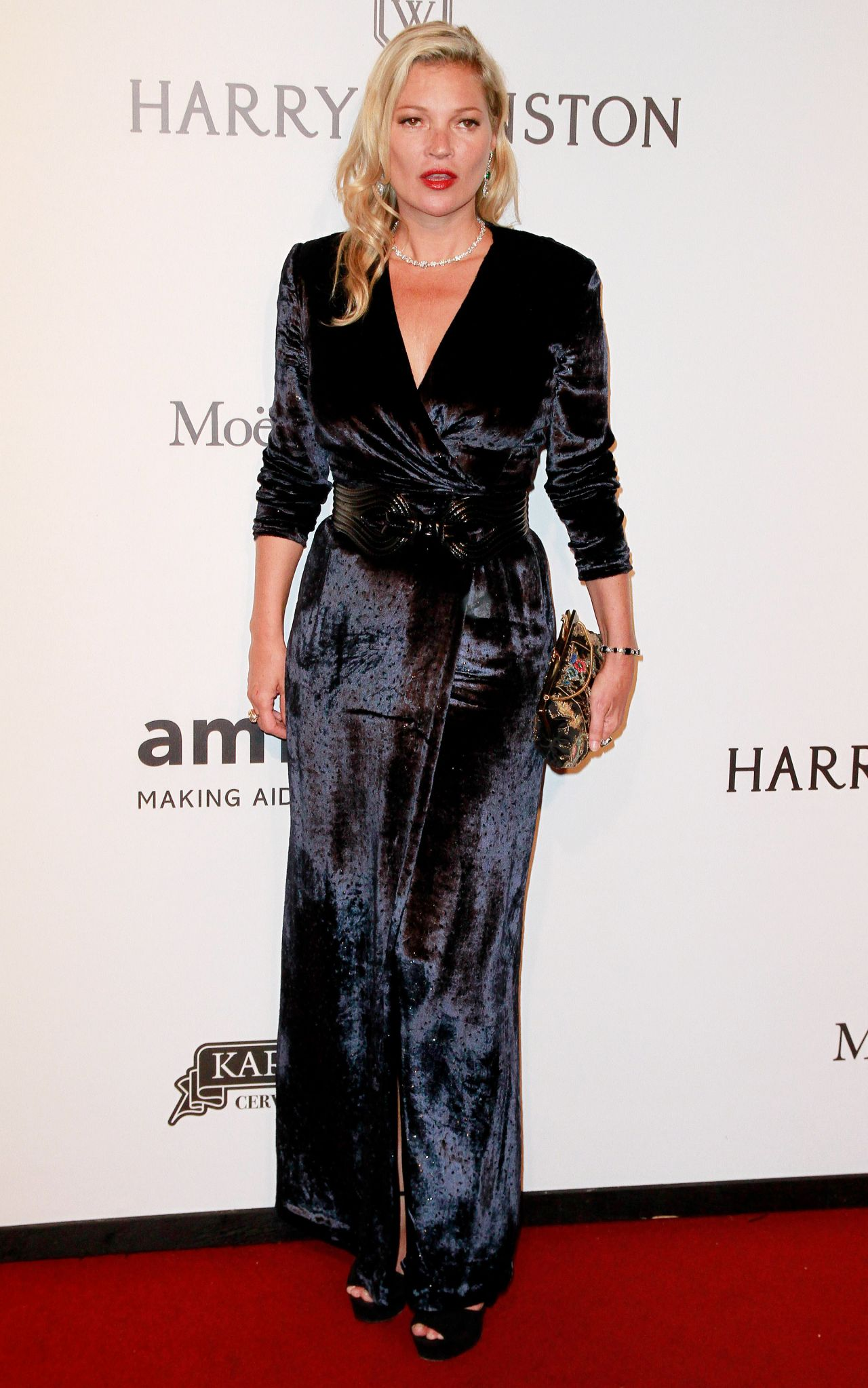 Kate Moss elegáns bársonyban