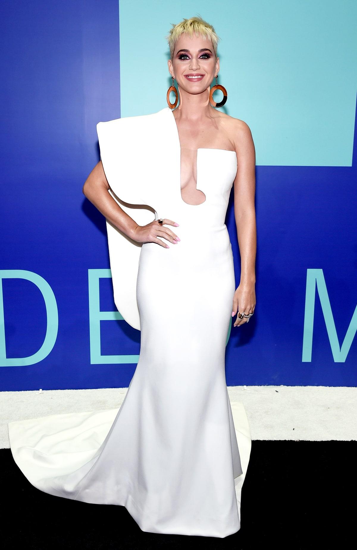 Katy Perry, az est háziasszonya