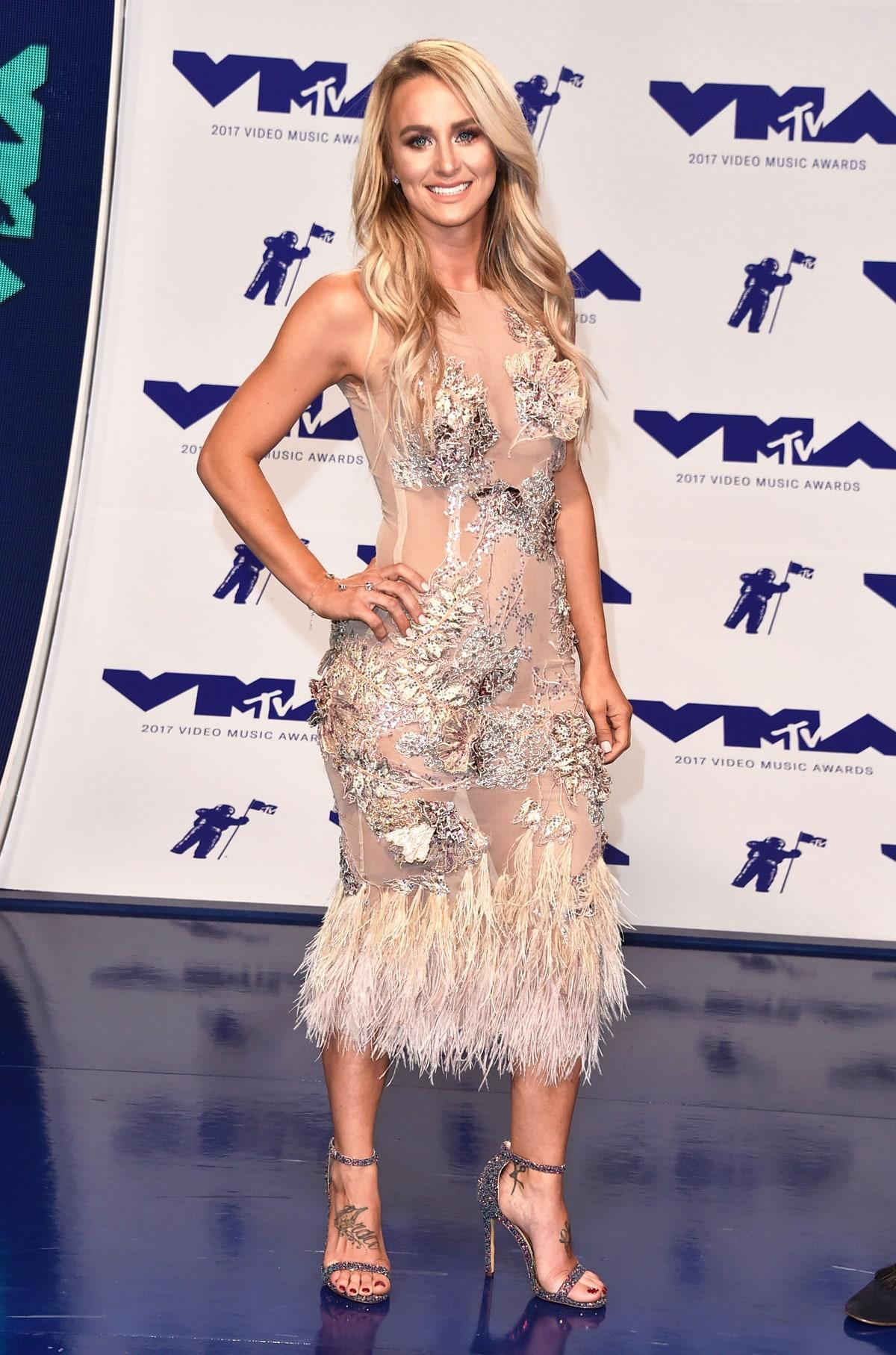 Leah Calvert egy táncverseny öltözőjéből nyúlhatta le a ruháját.