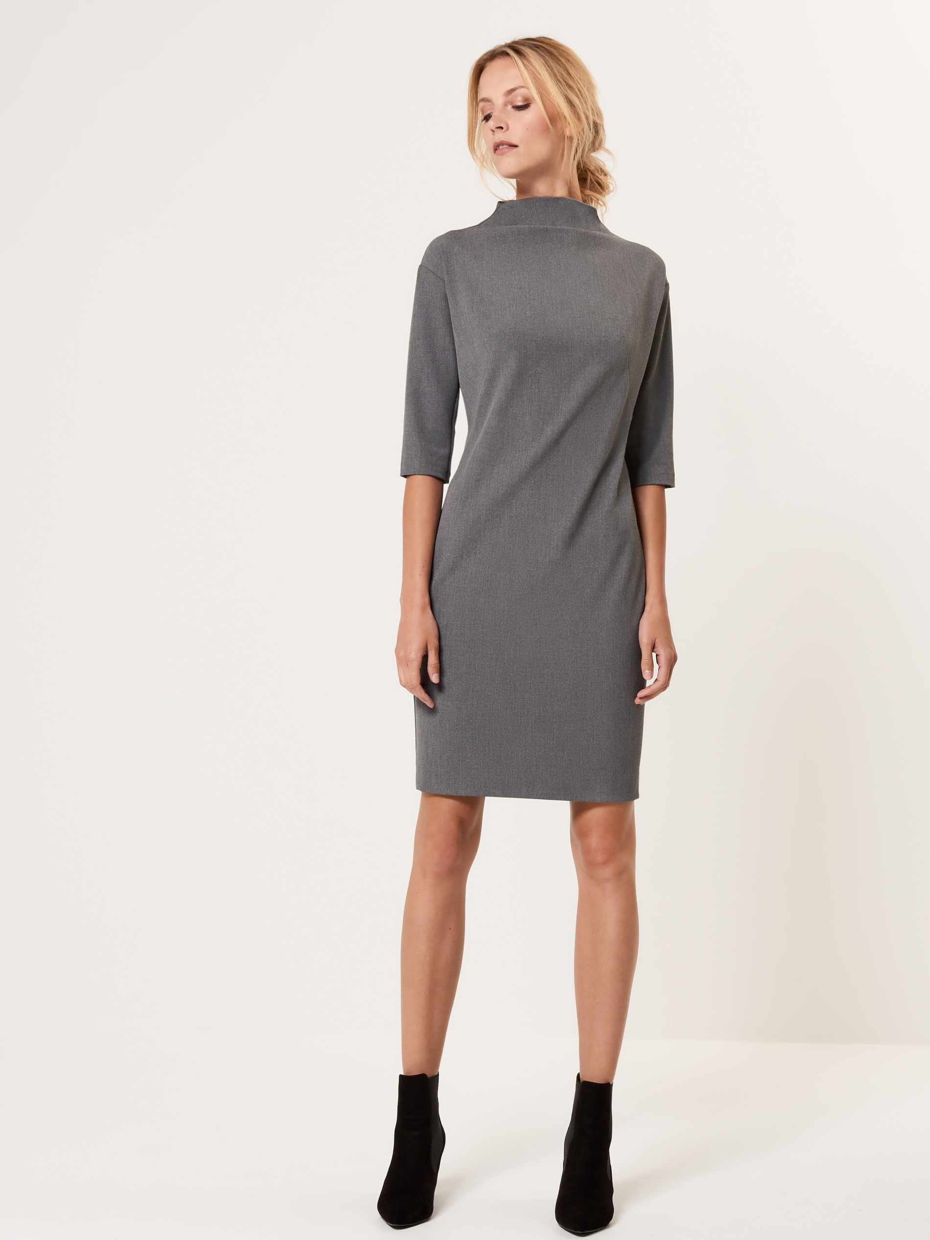 <a href='http://www.mohito.com/hu/hu/collection/all/dresses/sr738-90x/ladies-dress' target='_blank' rel='noopener noreferrer'>Mohito</a></p>