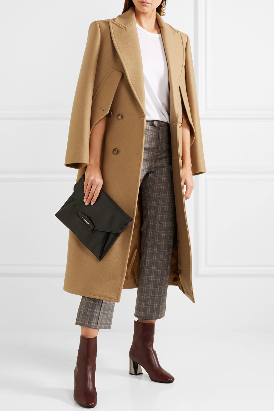 <a href='https://www.net-a-porter.com/hu/en/product/931517/michael_kors_collection/double-breasted-wool-coat' target='_blank' rel='noopener noreferrer'>Michael Kors Collection</a></p>