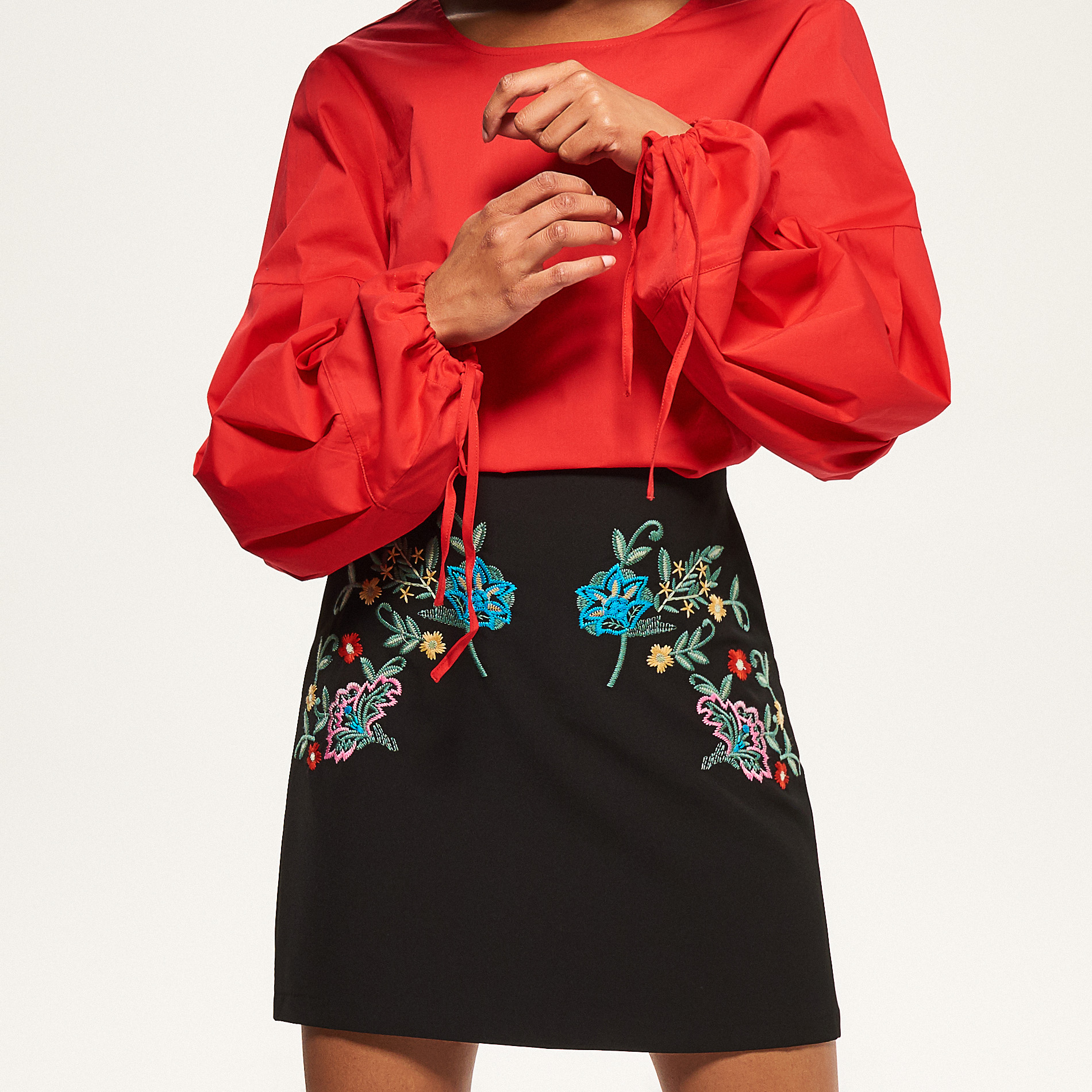 <a href='http://www.reserved.com/hu/hu/woman/all/clothes/blouses/rr425-33x/blouse-with-wide-sleeves' target='_blank' rel='noopener noreferrer'>Reserved</a></p>
