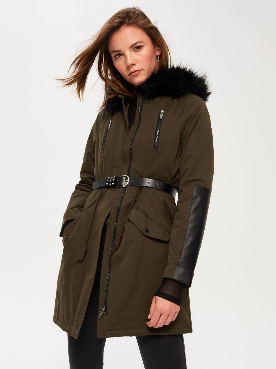 <a href='http://www.sin-say.com/hu/hu/collection/special/new/rk218-87x/ladies-coat' target='_blank' rel='noopener noreferrer'>Sinsay</a></p>