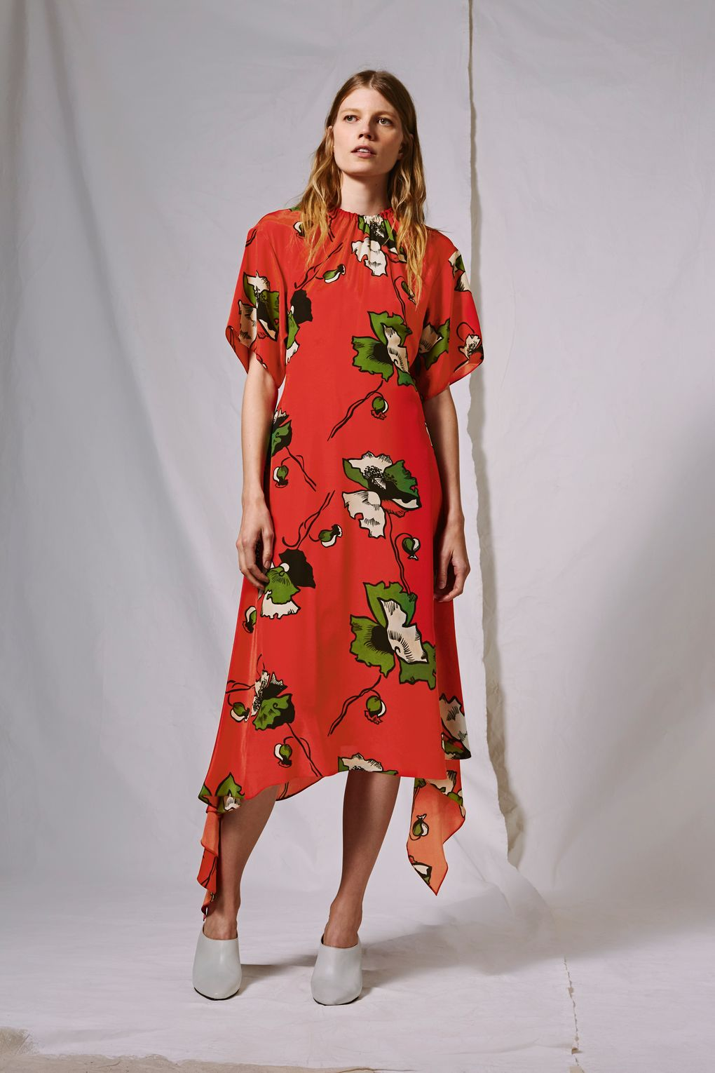 <a href='http://www.topshop.com/en/tsuk/product/new-in-this-week-2169932/new-in-fashion-6367514/silk-poppy-skater-dress-by-boutique-6910827?bi=0&ps=20' target='_blank' rel='noopener noreferrer'>Topshop</a></p>