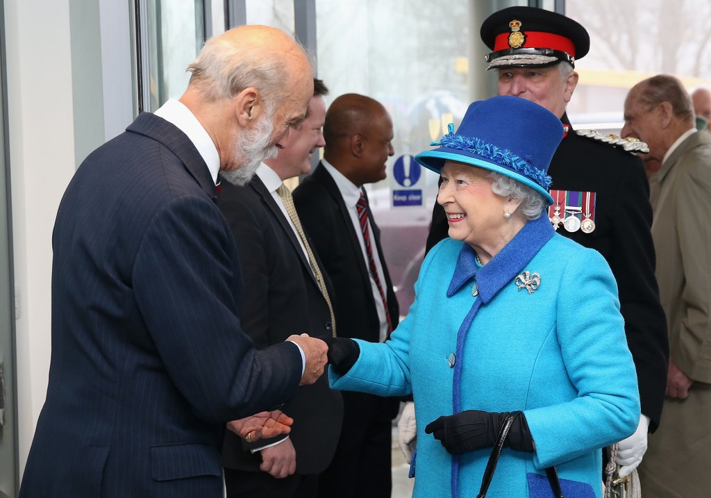youll-rarely-see-queen-without-pair-gloves.jpg
