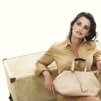 Penelope Cruz továbbra is táskákat népszerűsít