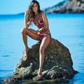 Alessandra bikiniben
