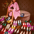 Cipők és táskák szétdobálva