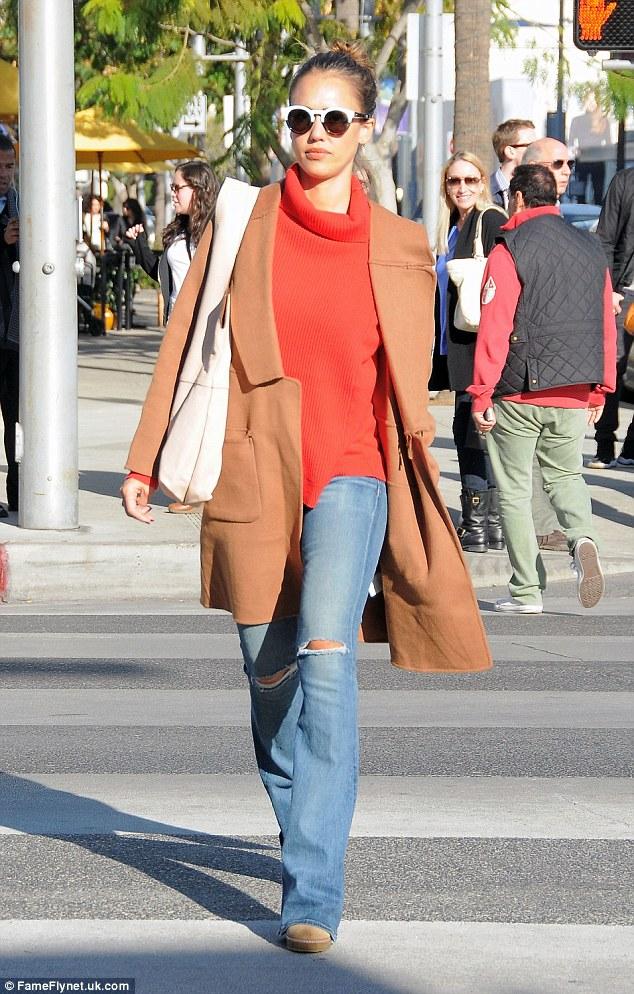 Street Style Fashion: Jessica Alba