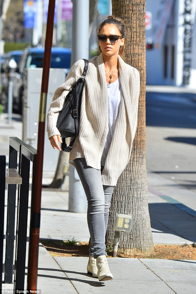 Street Style Fashion Jessica Alba Strange 39 S Fashion Gossip