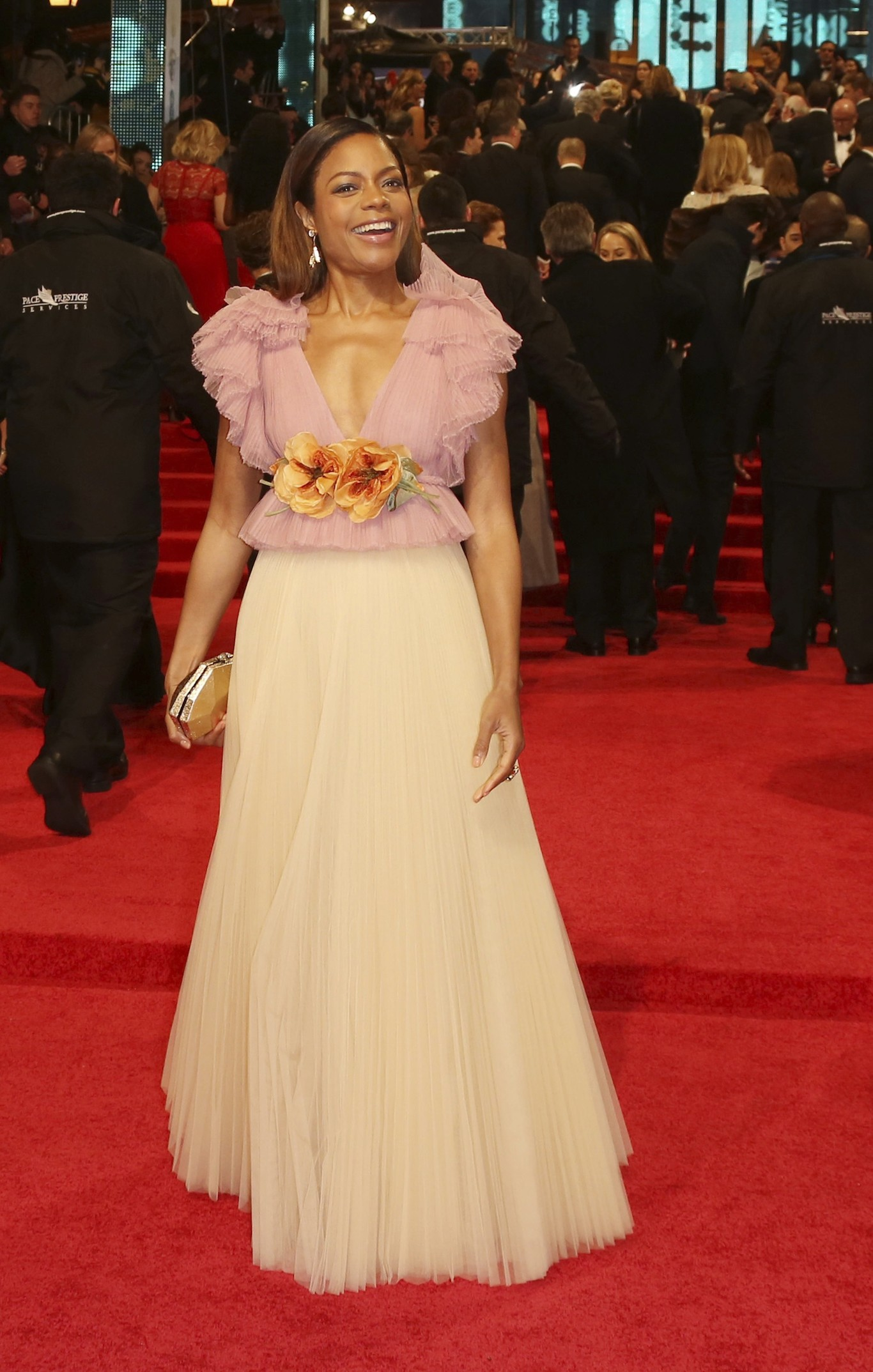 Naomi Harris - világos, virágos Gucci-ban.