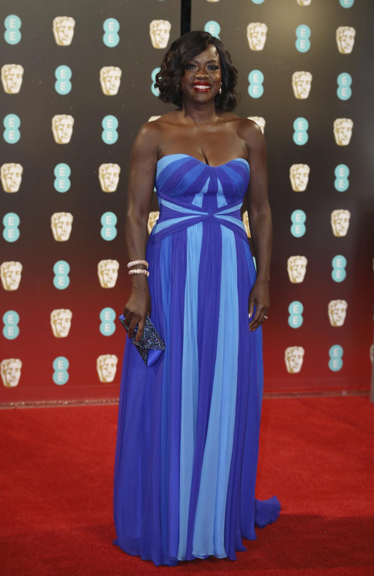 Viola Davis - nagyon kék Jenny Packham ruhában. Jól áll neki.