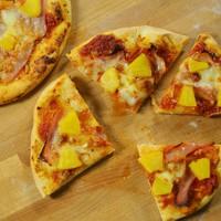A 4. adás receptjei: ananászos adás, azaz Hawaii pizza, Big Kahuna Burger, ananászos mini tartok és Pina Colada